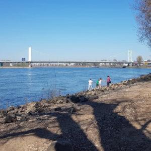 Ende März 2020 am Rhein