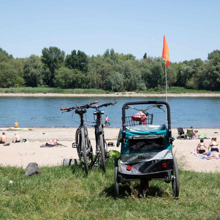Strandleben am Rheinkilometer 695